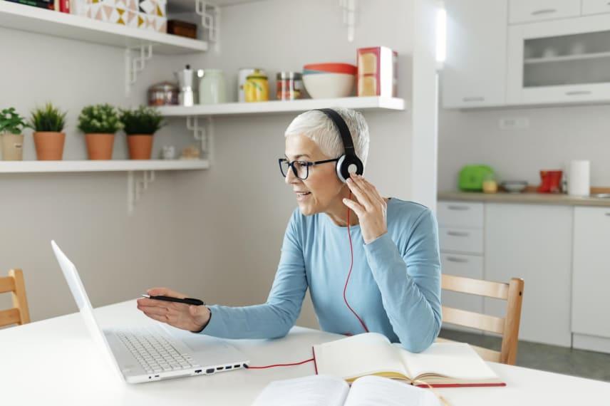 Earning an Associate Degree Online Fast