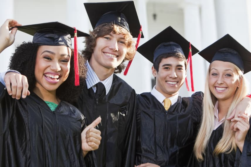 How to Pay for College With Scholarships
