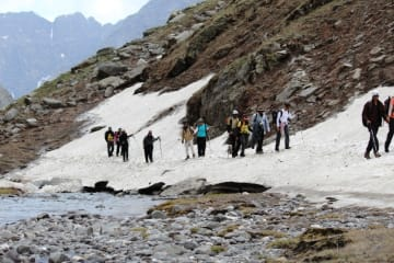hampta pass chandra tal