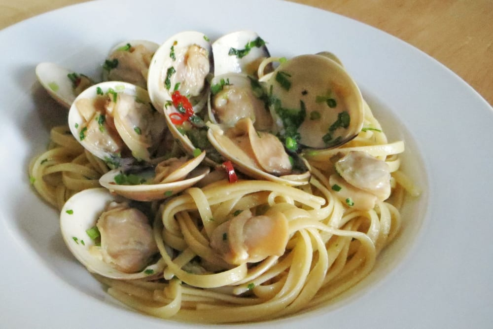 Garlic Linguine with Clams