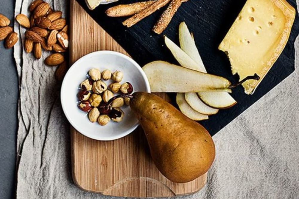 How to Curate a European Cheese Plate for Winter Celebrations