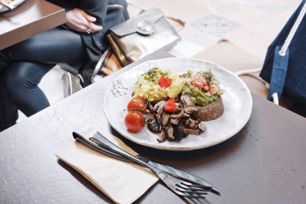 New Café Review: NINETYs