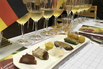 Rewriting Wine 101: Hong Kong Street Food with Wine