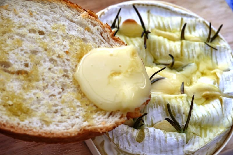 Baked Camembert with Garlic Bread Recipe