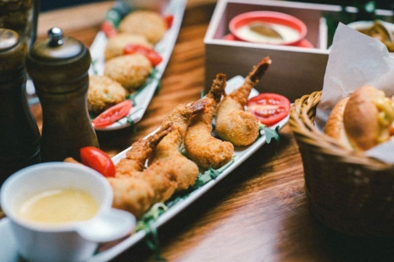$1 Appetisers and Desserts at Holy Crab in March
