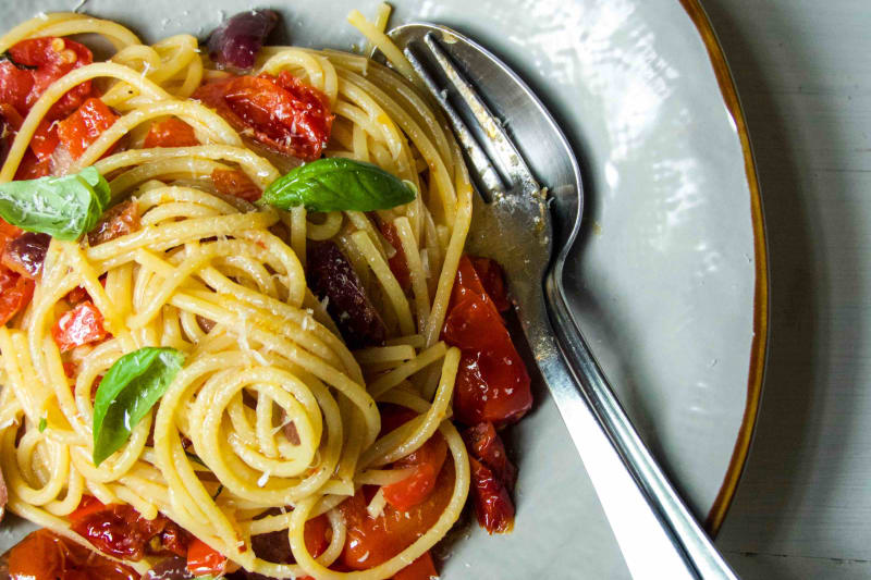 RECIPE: Spicy Spaghetti with Cherry & Sun-Dried Tomatoes & Olives