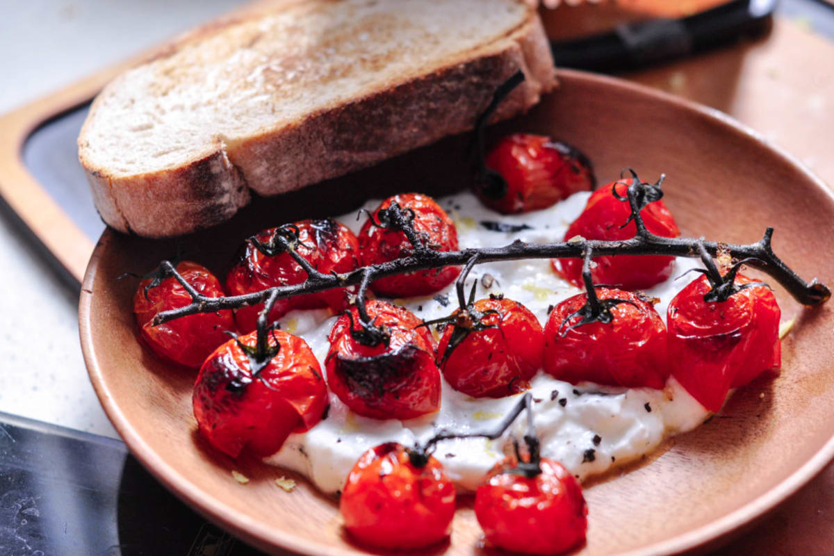 Recipe: Charred Tomatoes with Black Lava Salt on Cold Yoghurt