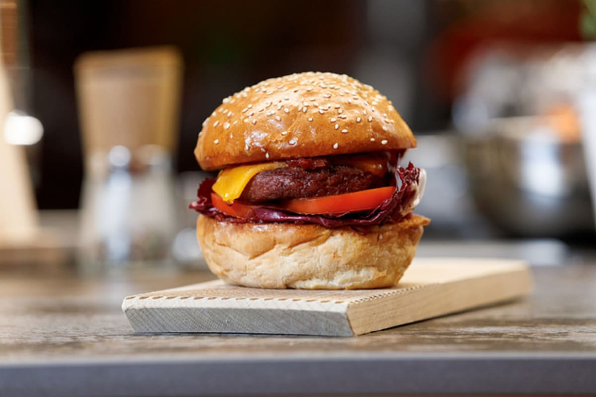Incredible! New Plant-Based Burger to Hit Shelves in Spring 2019