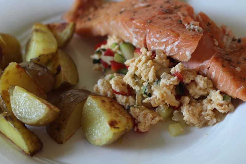 Quick Healthy Summer Lunch: Smoked Salmon on Eggs with New Potatoes and Tomatoes