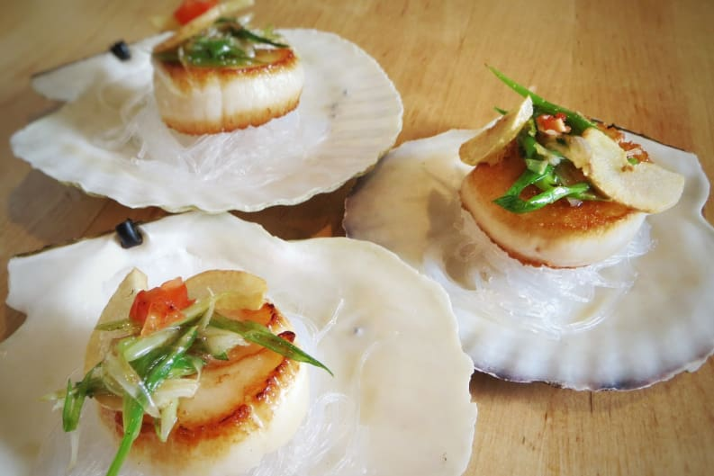 Seared Scallops with Crispy Garlic and Glass Noodles