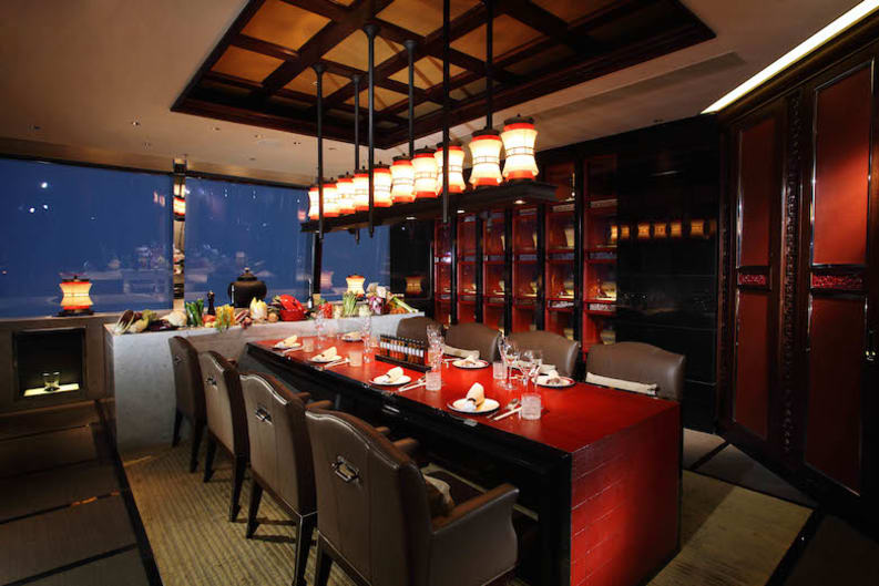 New restaurant chef 39 s table at the ritz carlton hk for Best private dining rooms hong kong