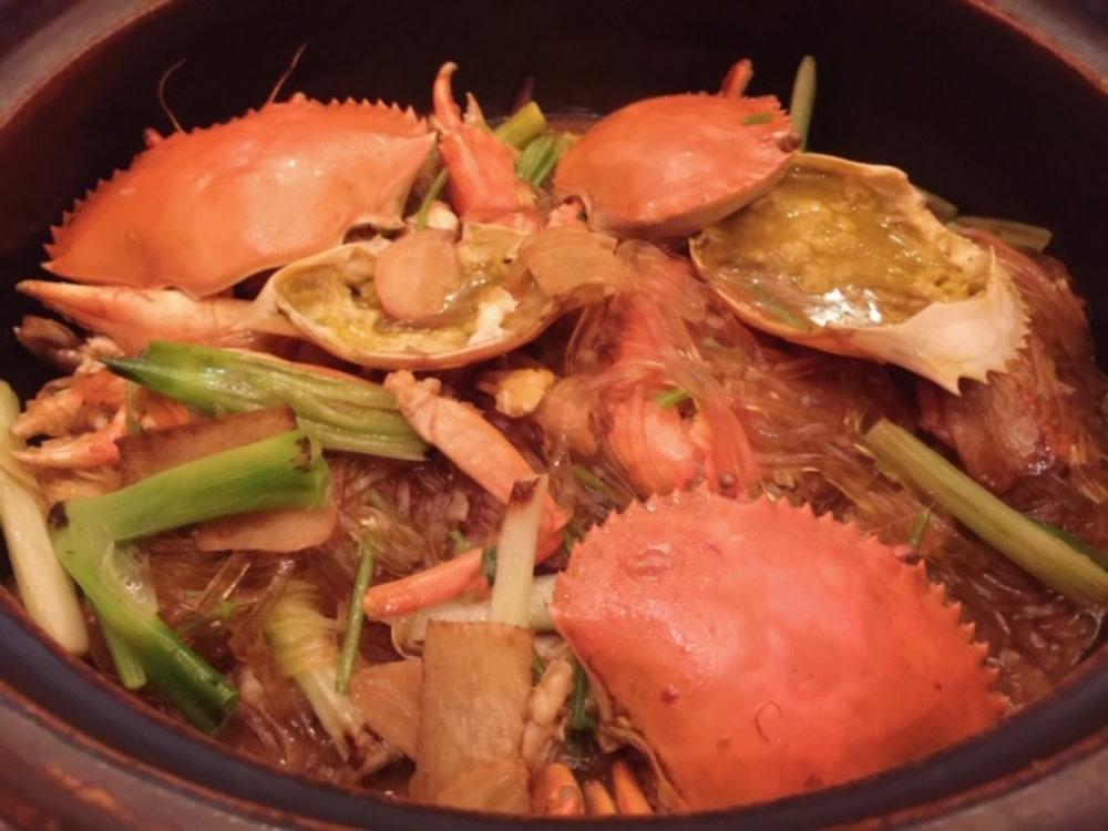 Crab vermicelli claypot