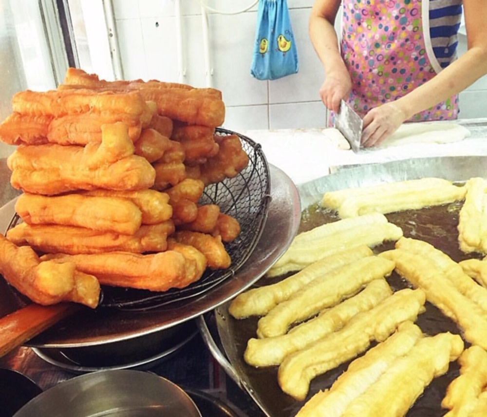 Fresh dough sticks at 新發粥店