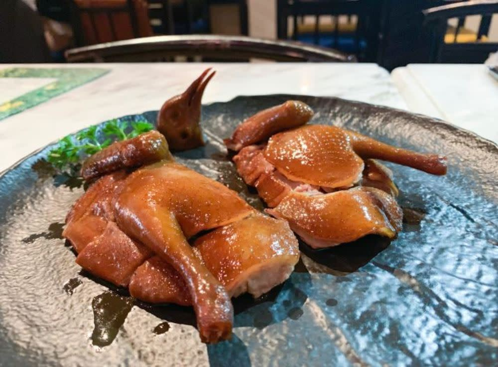 Pigeon smoked with 30-year-old Pu'er tea