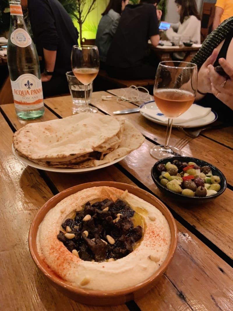 Hummus bil lahme at Maison Libanaise Hong Kong