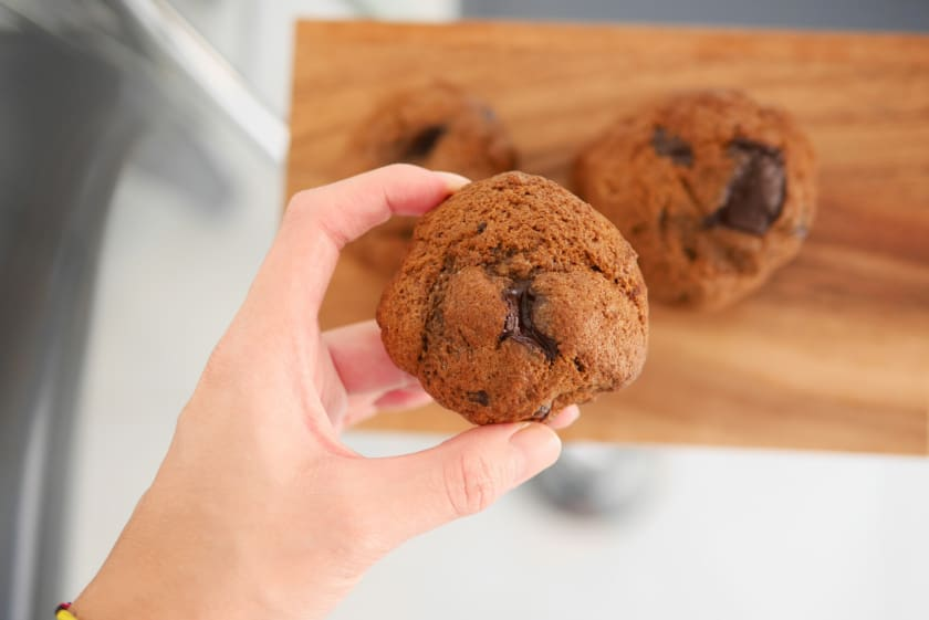 Sugar-free chewy chocolate chop cookies