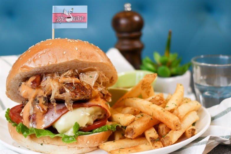 Cafe Swan burger