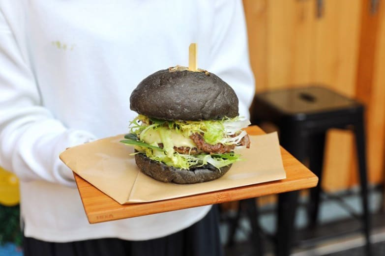 Mr & Ms Burger burger