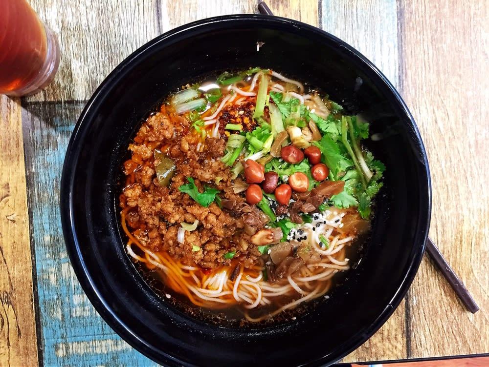 Dan dan noodles at 赢面 Hong Kong