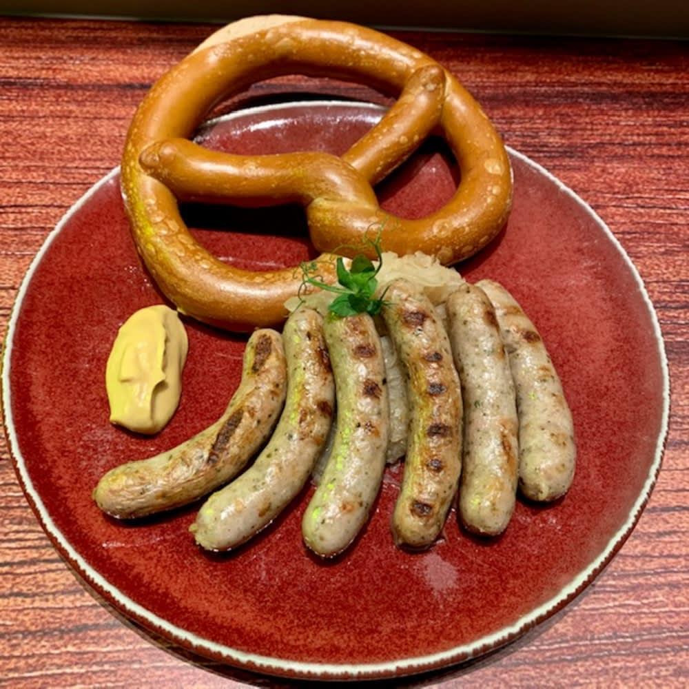 Nürnberger bratwurst with sauerkraut