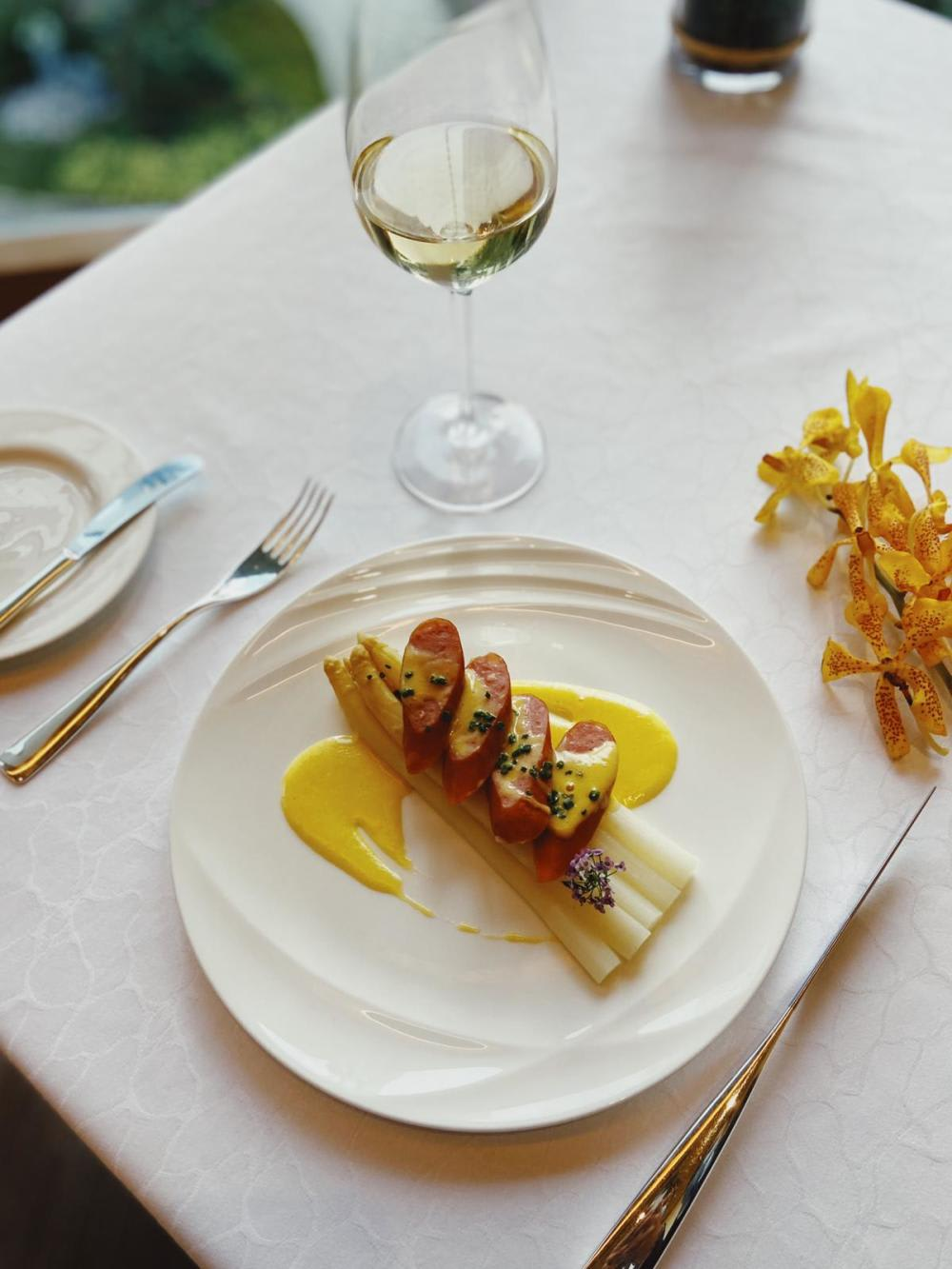 German white asparagus paired with Riesling