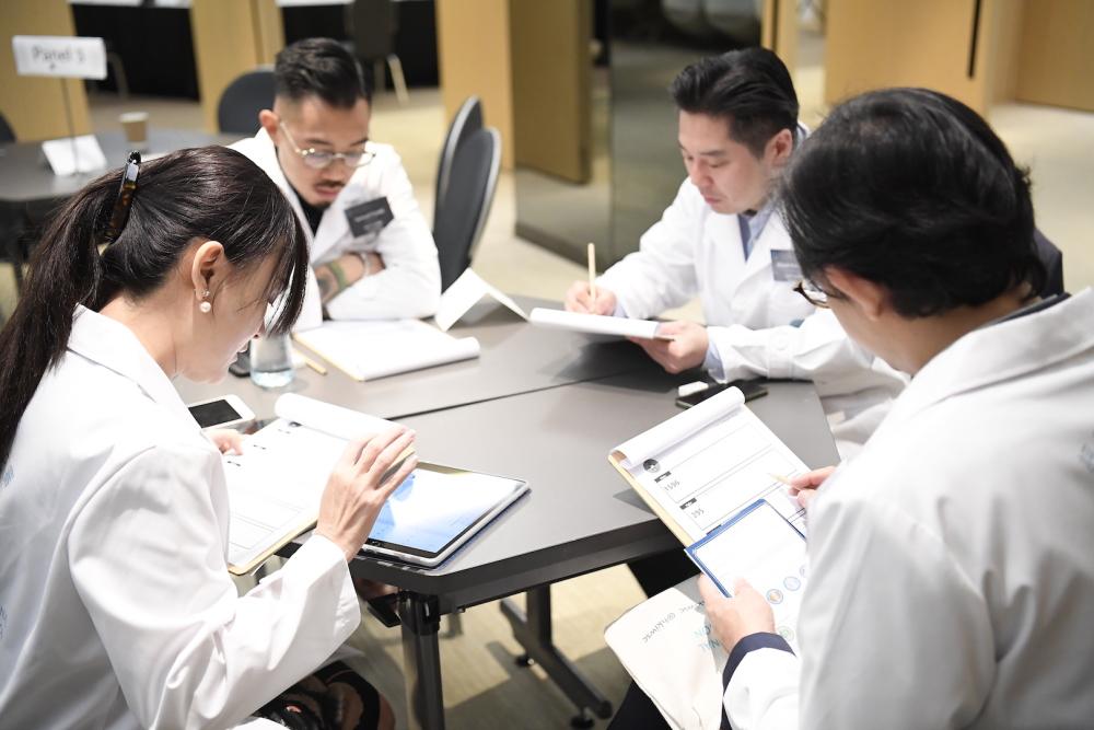 A HK IWSC judging panel (courtesy HK IWSC)