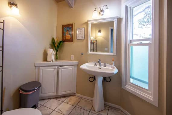 Bathroom-1-in-residence-hawaii-island-recovery
