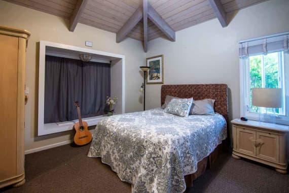 Bedroom-2-hawaii-island-recovery
