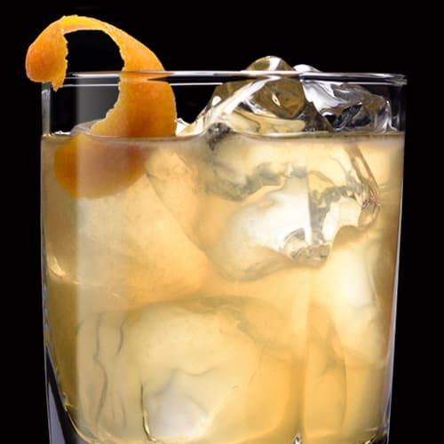 Silent Seven, koktejl podávaný s pomerančovou kůrou