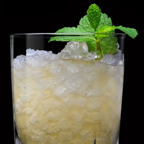 Jack Honey Smash Cocktail served with mint