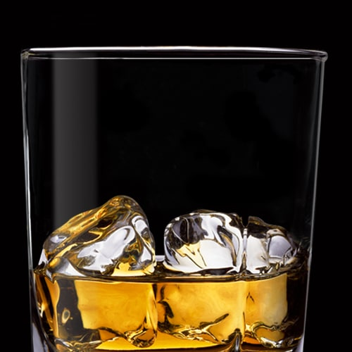 Koktejl Jack Honey na ledu