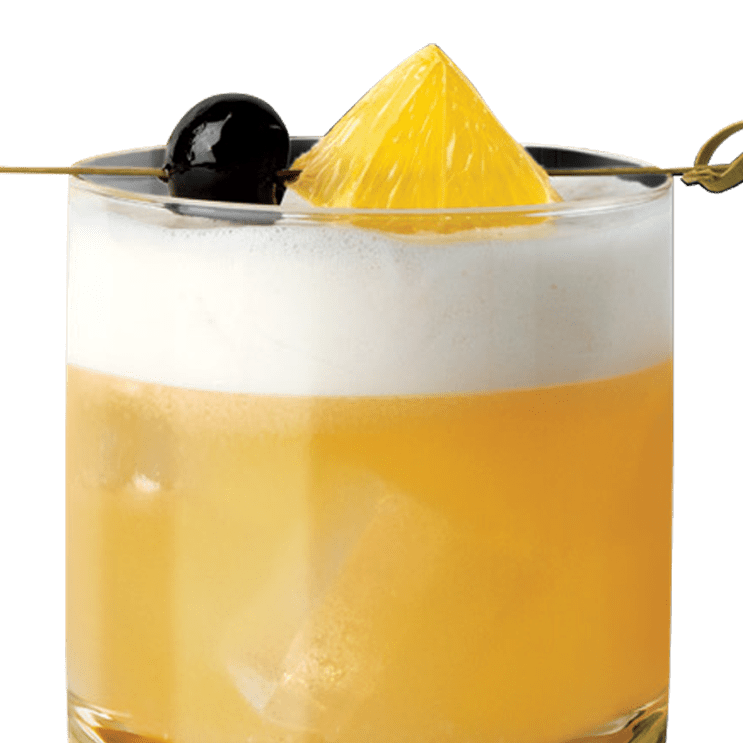 Coquetel Gentleman's Sour servido com guarnição de casca de limão