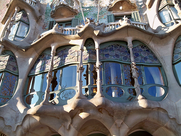 Antoni Gaudi, Casa Milà, Barcelona. Foto: Güldem Üstün, 2011 (via Flickr)_groot