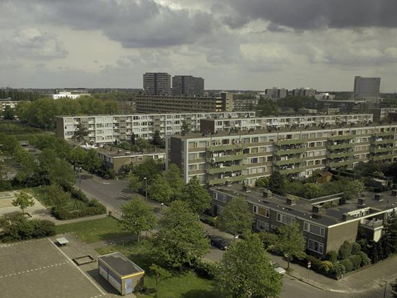 Woonwijk Kanaleneiland, gezien vanuit Flat Zuid. Foto: Thea van den Heuvel, 2002 (Rijksdienst voor het Cultureel Erfgoed)_groot