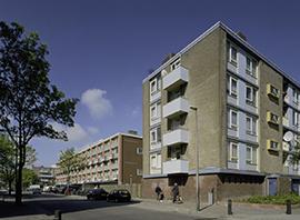 Woonwijk Kanaleneiland (Adenauerlaan). Foto: Thea van den Heuvel, 2002 (Rijksdienst voor het Cultureel Erfgoed)_klein