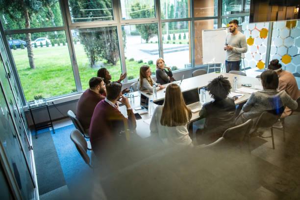 Titre Professionnel Conseiller Relation Client à Distance (PIC)-background-formation