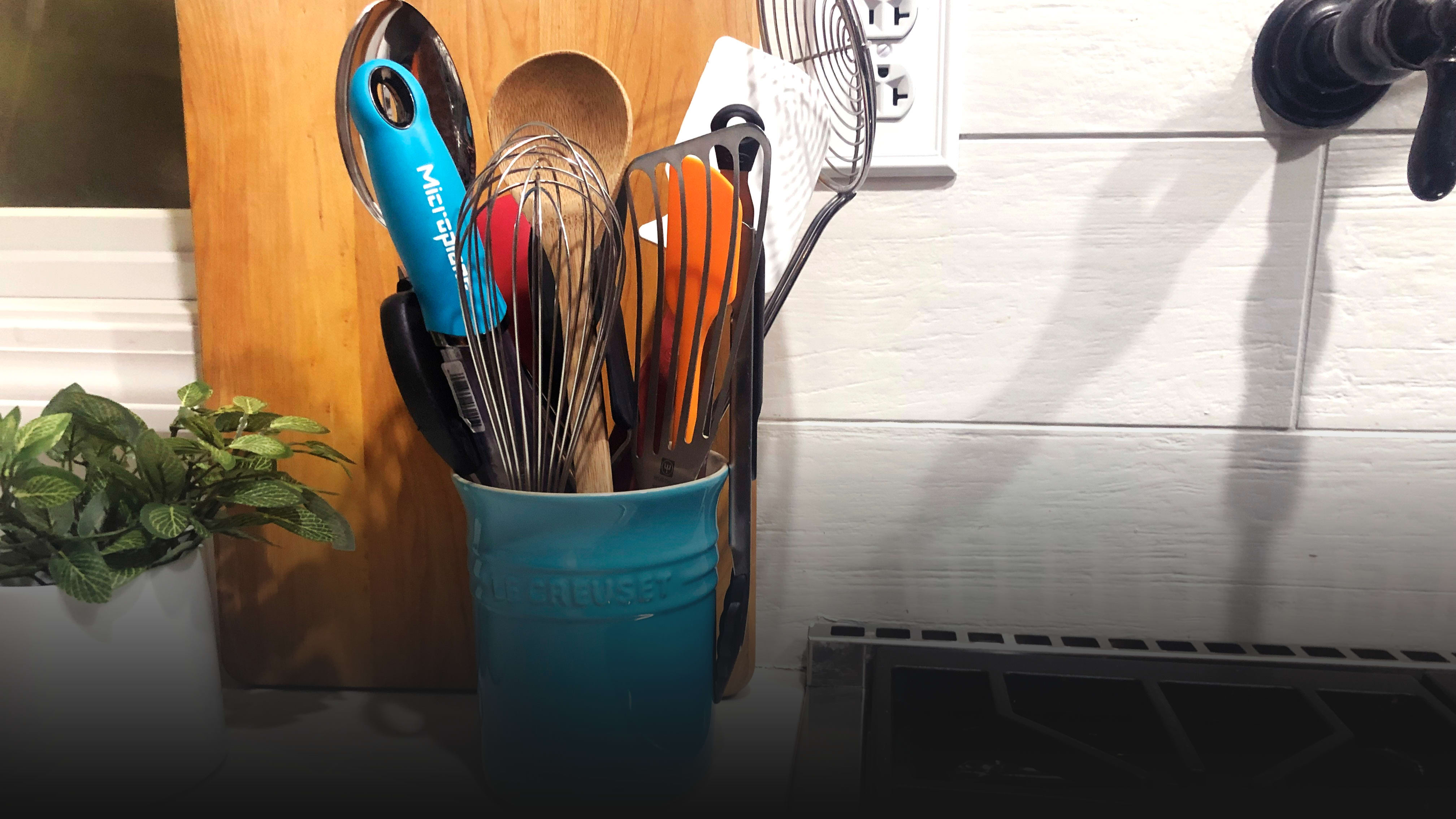 What a Professional Kitchen Equipment Tester Keeps in Her Utensil Crock