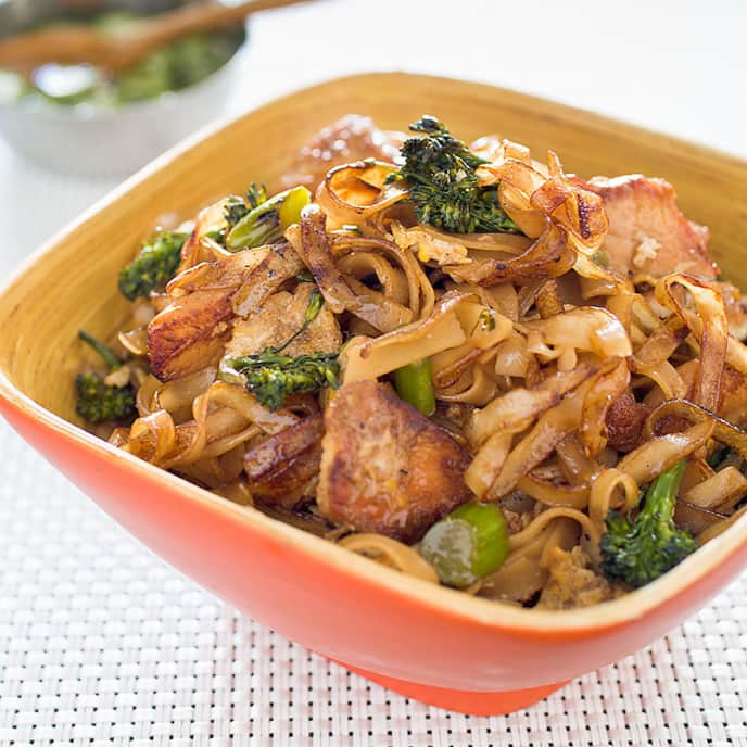 Thai Style Stir Fried Noodles With Chicken And Broccolini Cook S Illustrated