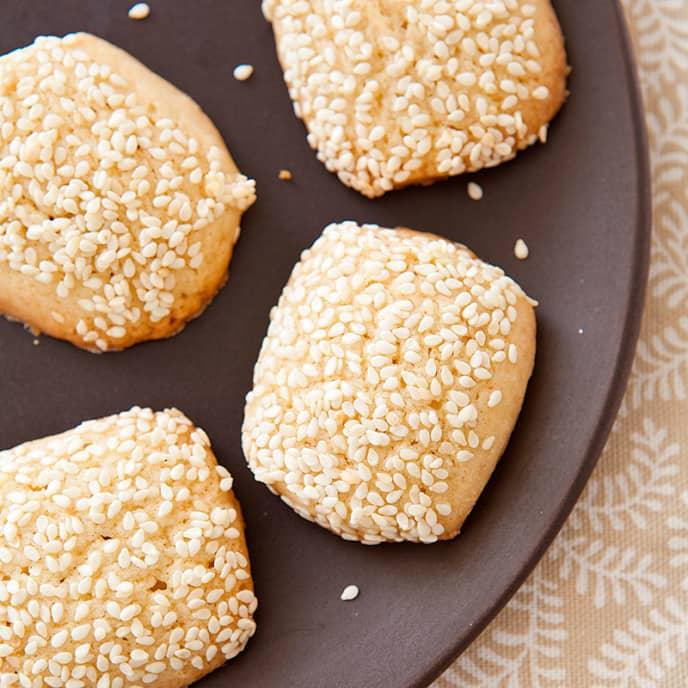 Italian Sesame Seed Cookies (Giugiuleni)