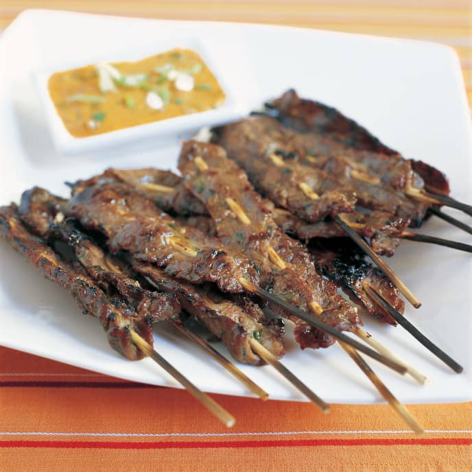 Gas-Grilled Beef Satay with Spicy Peanut Dipping Sauce