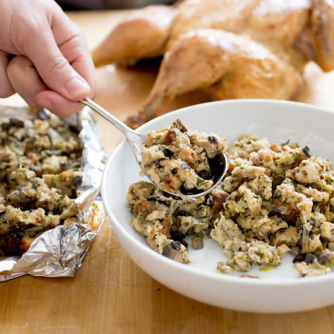 Mushroom-Leek Bread Stuffing with Herbs