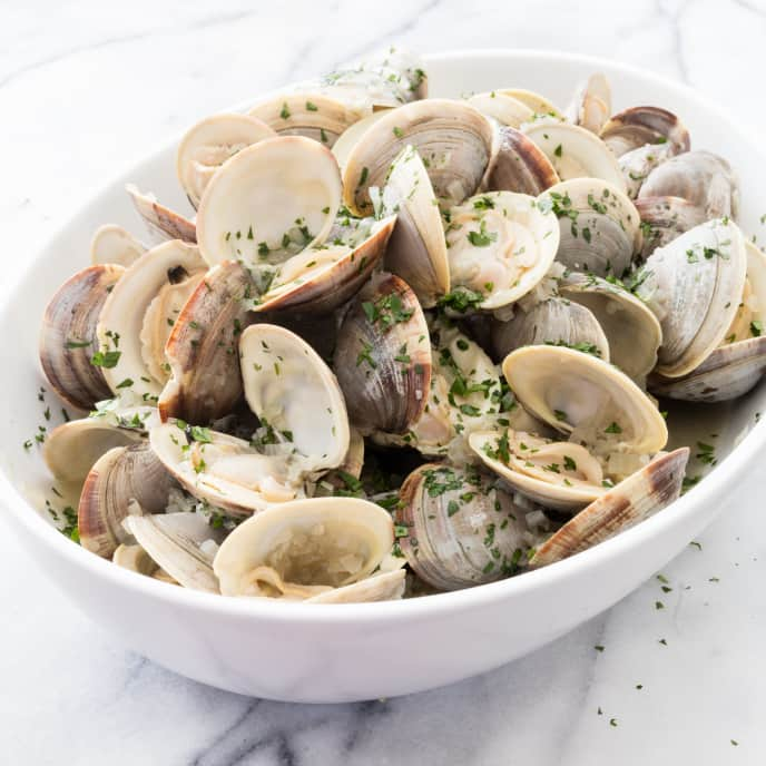 Clams Steamed in White Wine