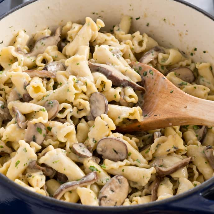 Pasta with Sauteed Mushrooms and Thyme