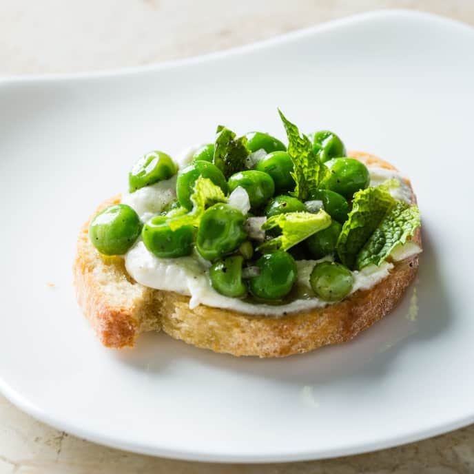 Ricotta Crostini with Peas and Mint