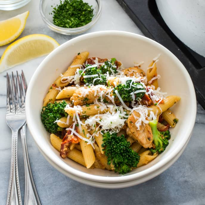 Pasta with Chicken, Broccoli, and Sun-dried Tomatoes