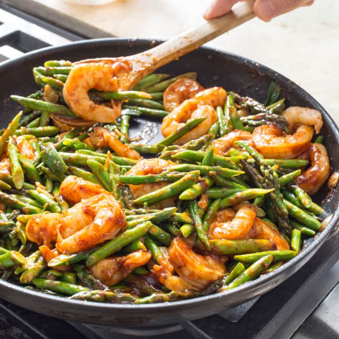 Stir-Fried Shrimp and Asparagus in Garlic Sauce