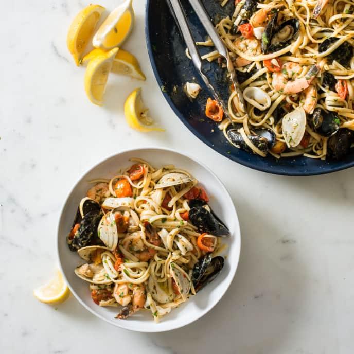 Linguine with Seafood (Linguine allo Scoglio)