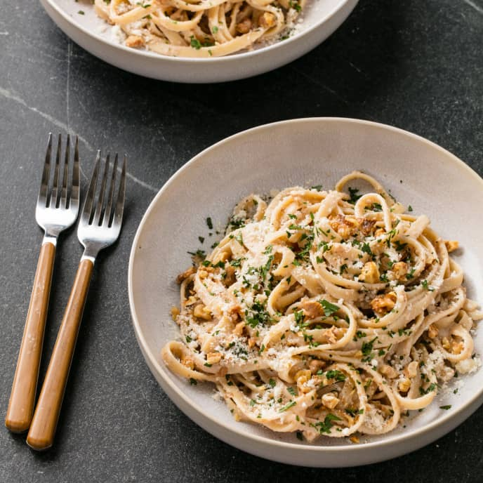 Fettuccine with Walnut Sauce