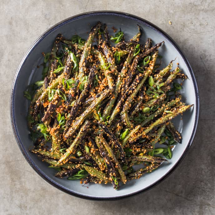 Skillet-Charred Green Beans with Crispy Sesame Topping