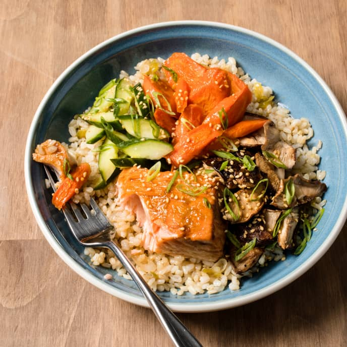 Brown Rice Bowl with Vegetables and Salmon